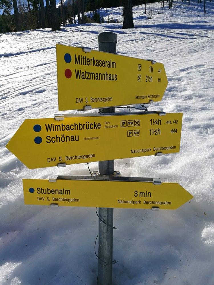 Die Wegweiser schauen immerhin aus dem Schnee heraus. | Stubenalm, Nationalpark Berchtesgaden