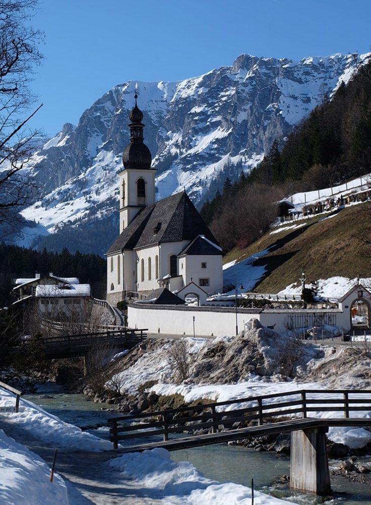 Kirche St. Sebastian vom Malerwinkl im Bergsteigerdorf Ramsau aus