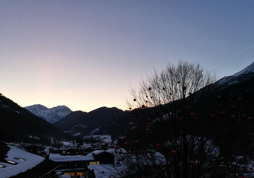 Sonnenaufgang über dem Hohen Brett und dem Hohen Göll, fotografiert vom Balkon des Berghotel Rehlegg | Bergsteigerdorf Ramsau