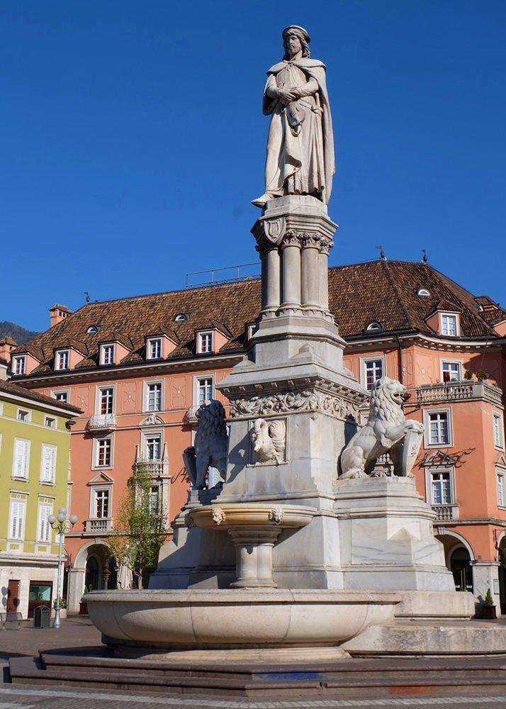 Vogelweide am Waltherplatz in Bozen | Frühling in Südtirol