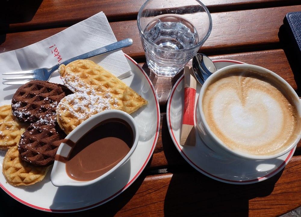 Frühstück in Bozen - Waffeln und Cappucino | Frühling in Südtirol