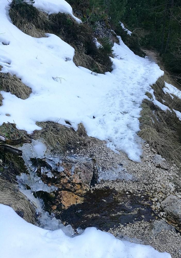 Schneereste beim Frühlings-Wandern in Südtirol