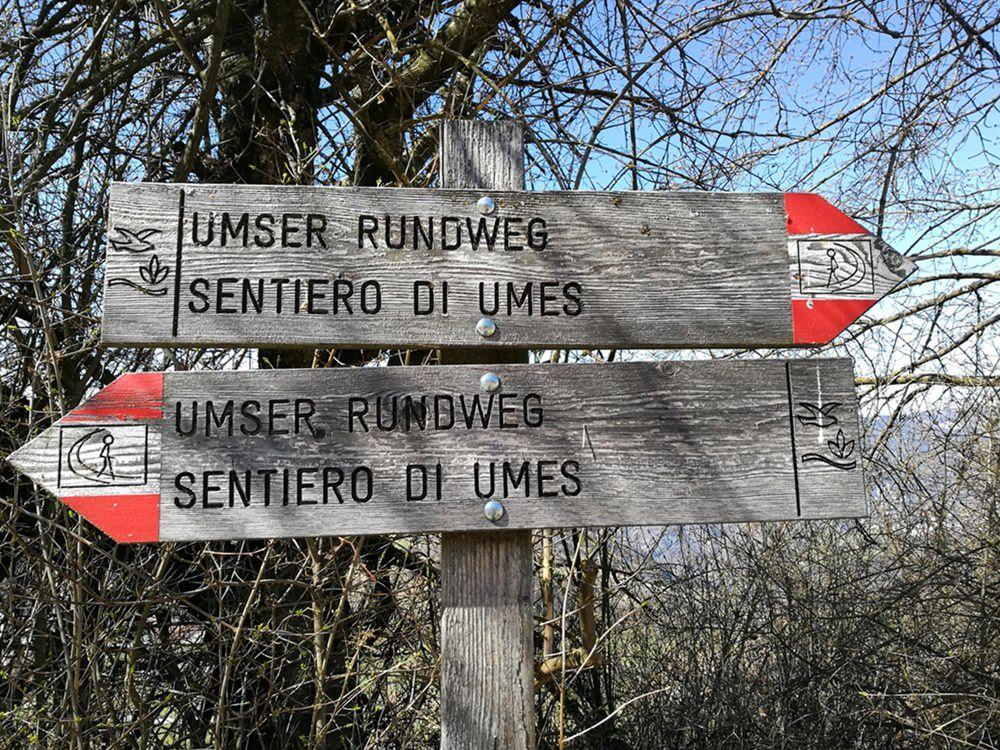 Wander-Wegweiser in Südtirol