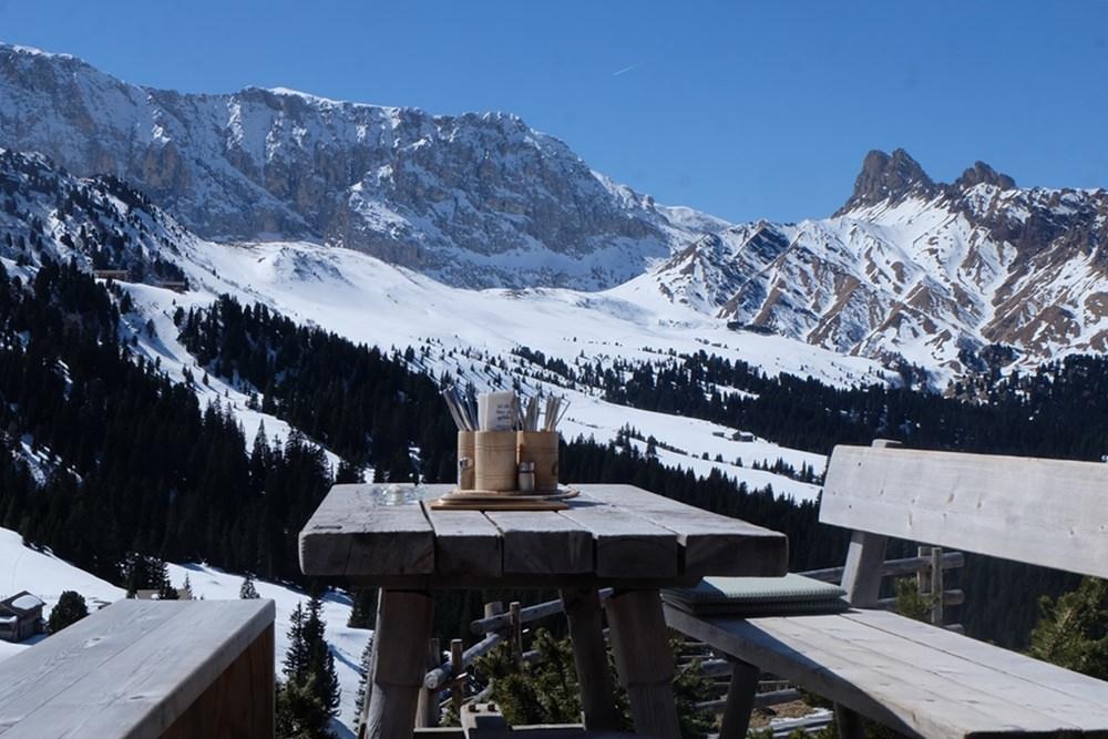 Blick von der Zallinger Hütte auf der Seiser Alm zum Rosengarten. | Frühling in Südtirol