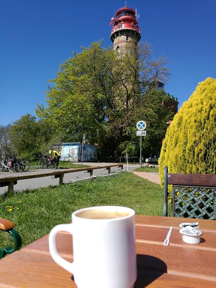Kaffee mit Leuchtturmblick am Kap Arkona auf Rügen