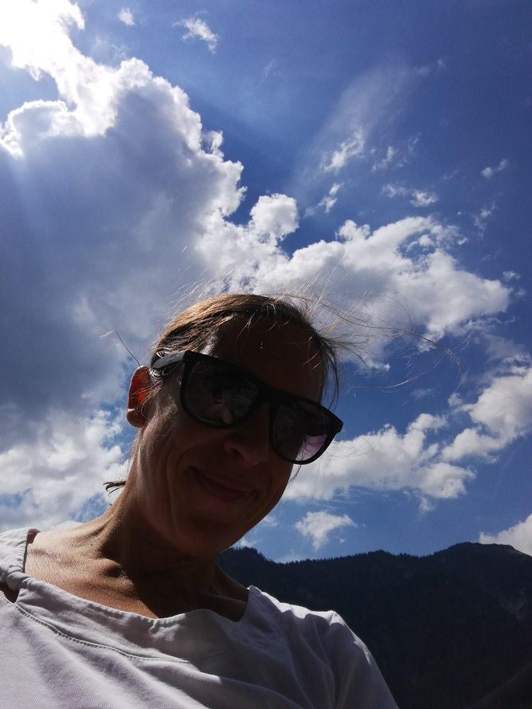 Selfie Spielereien am See, beim Feierabend-Baden.