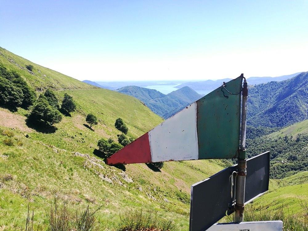 Italienflagge am Val Grande Nationalpark, Italien
