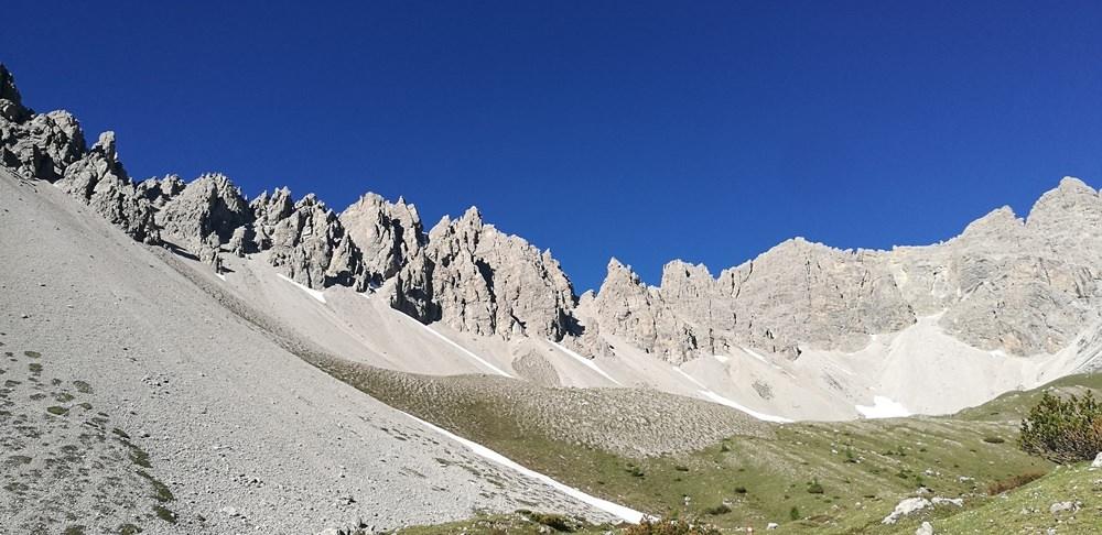 Felsige Hüttentour in Osttirol: Weittalspitze 2.501 m, Kerschbaumeralm und Karlsbader Hütte