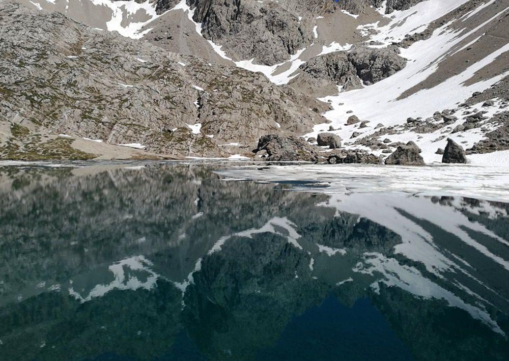 Am Laserzsee: Eis- und Fels-Kulisse an der Karlsbader Hütte in den Lienzer Dolomiten