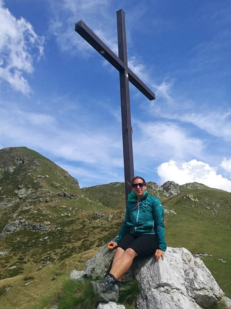 Steffi am Gipfelkreuz