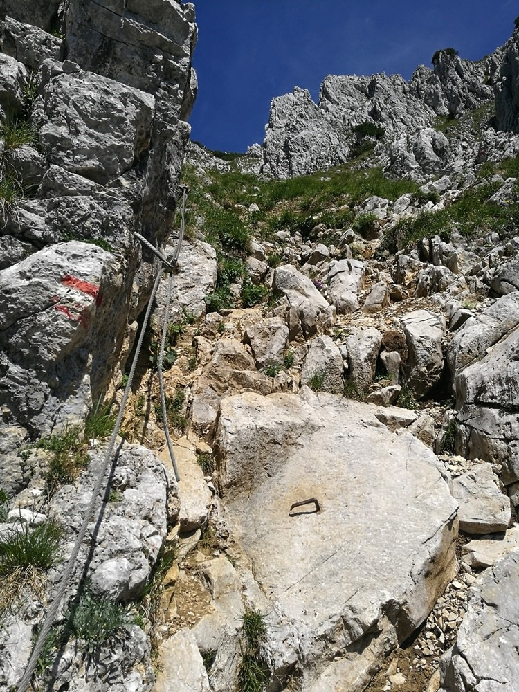 Seilversichert zur Pyramidenspitze - es ist nicht dramatisch, aber man freut sich über das Seil! | Zahmer Kaiser, Österreich