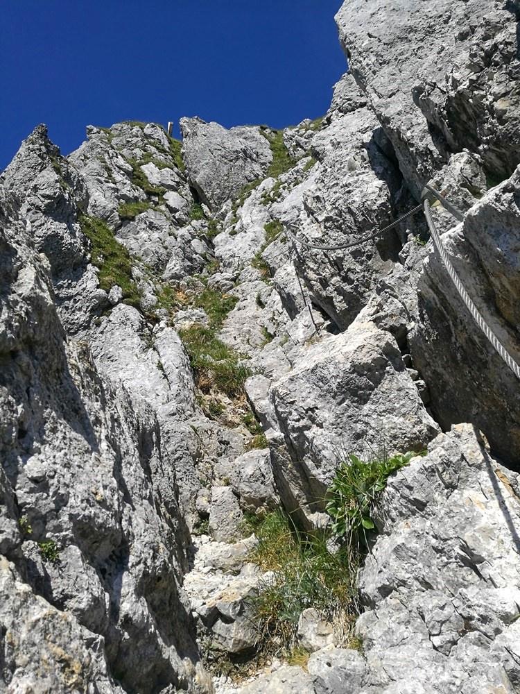 Endspurt, die letzten Meter zum Gipfel. Man kann das Gipfelkreuz schon erspähen. | Zahmer Kaiser, Österreich