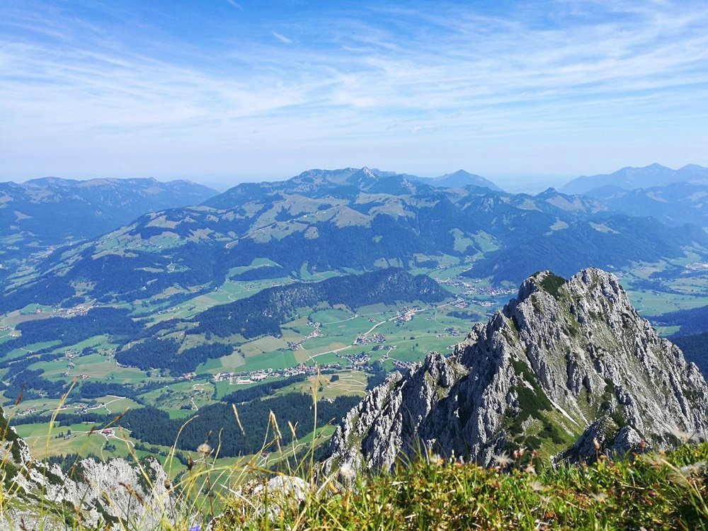 Blick nach Norden und Osten. Hinter der Jofenspitze versteckt sich der Walchsee | Kaisergebirge, Tirol