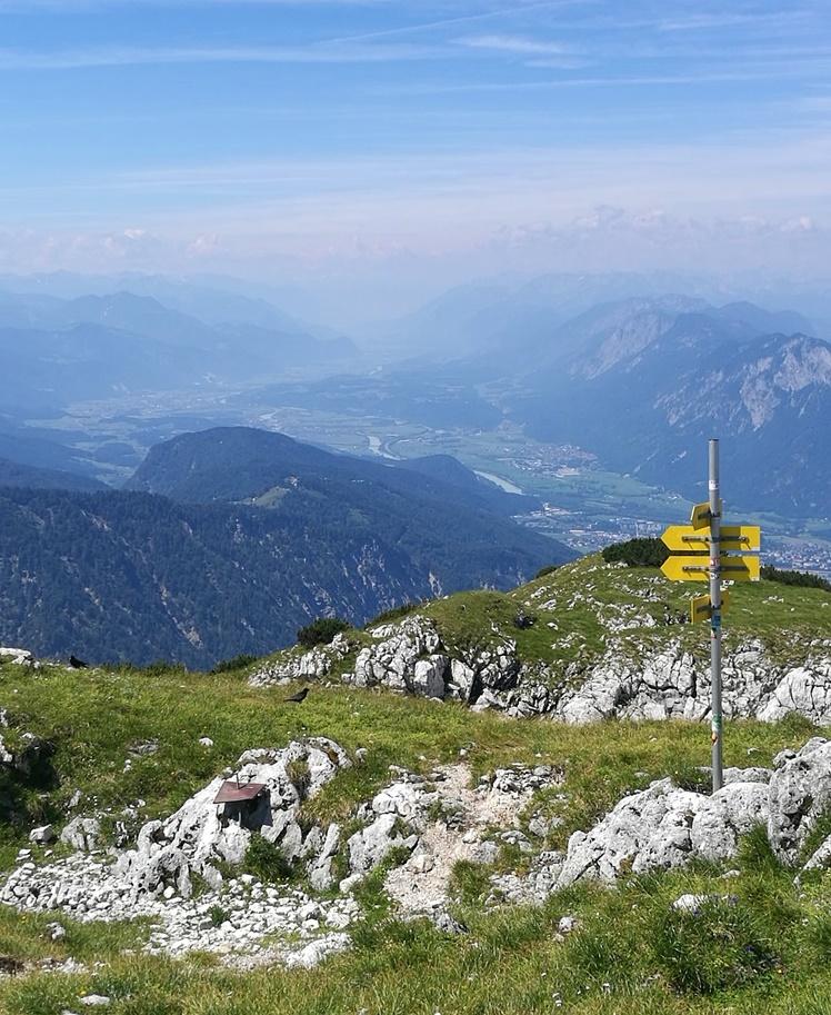 Ein letzter Blick ins Inntal vom Gipfel der Pyramidenspitze. | Tirol, Österreich
