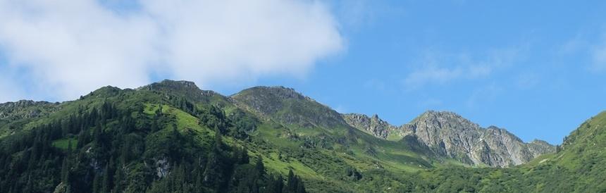 Yoga auf der Alm und Gipfelglück am Großen Beil: Berg-Sommer-Wochenende in der Wildschönau/ Tirol