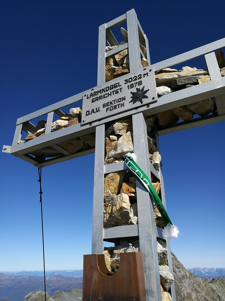 Gipfelkreuz am Larmkogel