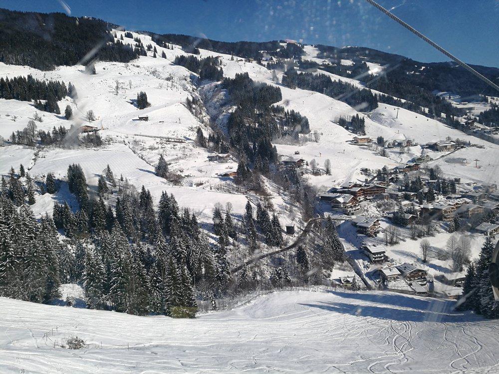 Blick von der Bernkogelbahn auf Saalbach
