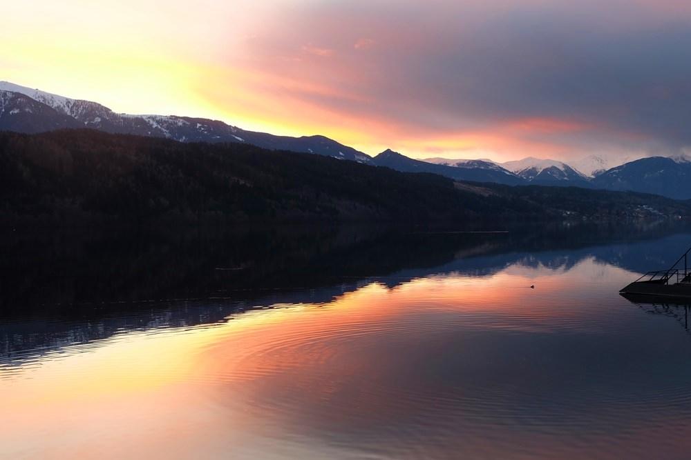 Sonnenuntergang im Winter am Millstätter See