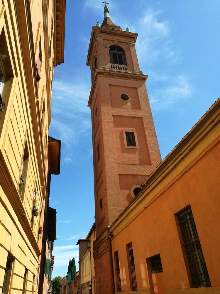 Warme Terracotta Farben in Bologna