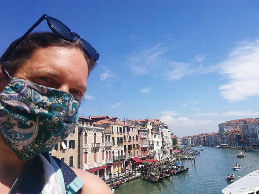 Venedig 2020 - mit Maske auf der Rialto Brücke