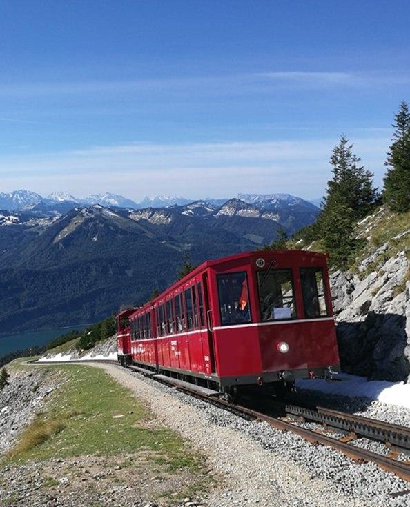 Schafbergbahn - mit der roten Zahnradbahn zum Gipfel