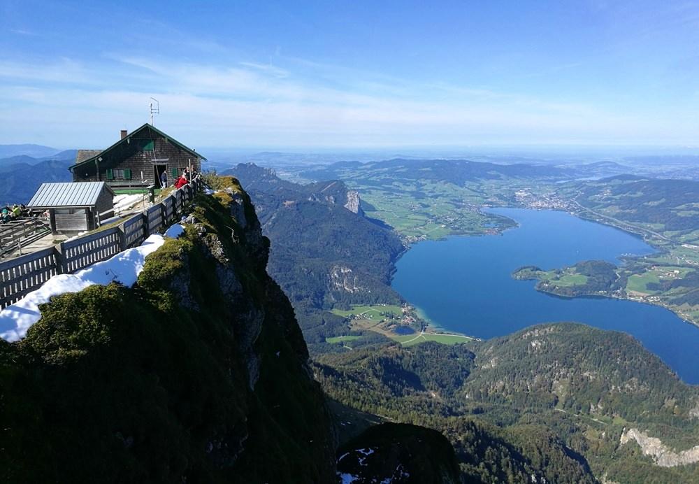 Himmelspforthütte und Mondsee am Schafberg Gipfel