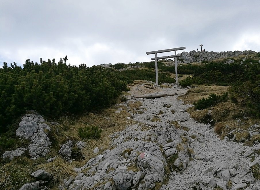 Gipfel in Sicht, Ankunft am Plateau am Hochstaufen von Adlgass/ Inzell
