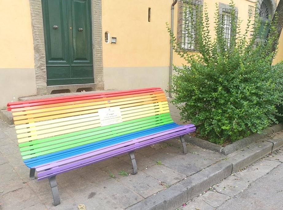 Regenbogen Bank in Lucca
