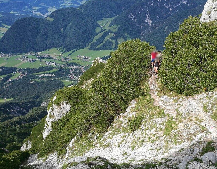 Luftiger Steig über dem Pillerseetal in Tirol